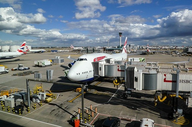 Where To Pick Up Passengers At Heathrow and Gatwick Airport?